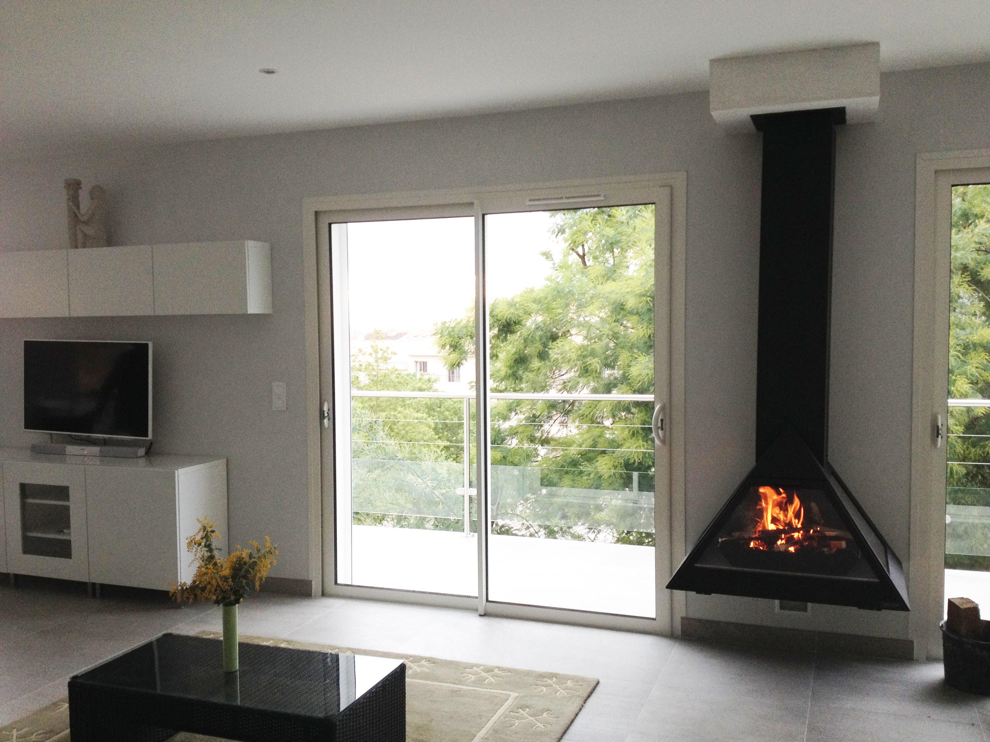 cheminee suspendu chemine centrale suspendue bordelet modle eva centrale foyer ouvert by lu. Black Bedroom Furniture Sets. Home Design Ideas